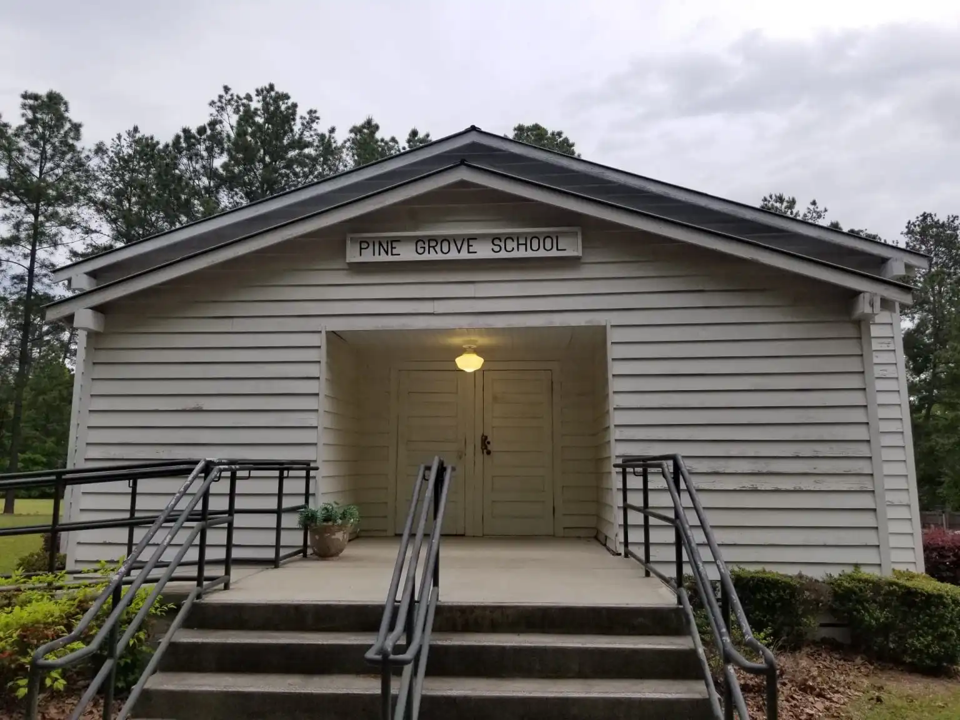 Pine_Grove_School_2019